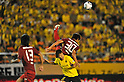 (L to R) Naoya Kondo (Reysol), Yuzo Tashiro (Antlers),JULY 23, 2011 - Football : 2011 J.LEAGUE Division 1,6th sec between Kashiwa Reysol 2-1 Kashima Antlers at National Stadium, Tokyo, Japan. (Photo by Jun Tsukida/AFLO SPORT) [0003]