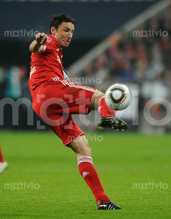 Fussball 1. Bundesliga   Saison   2009/2010  18. Spieltag  15.01.2010 FC Bayern Muenchen  - 1899 Hoffenheim MARK van BOMMEL (FCB) am Ball