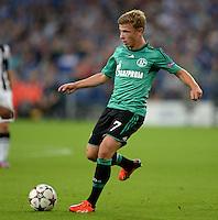 FUSSBALL   CHAMPIONS LEAGUE   SAISON 2013/2014   PLAY-OFF FC Schalke 04 - Paok Saloniki        21.08.2013 Max Meyer (FC Schalke 04) am Ball