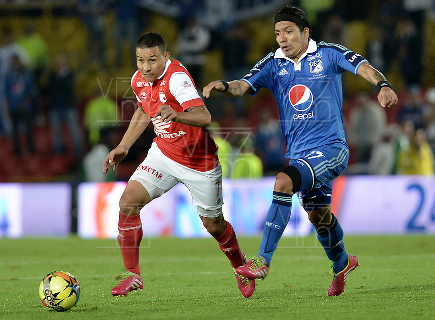 BOGOTÁ -COLOMBIA, 22-02-2014. Luis Carlos Arias (Izq) de Independiente Santa Fe disputa el balón con Dayro Moreno (Der) del Millonarios durante partido por la fecha 7 por la Liga Postobón  I 2014 jugado en el estadio Nemesio Camacho el Campín de la ciudad de Bogotá./ Independiente Santa Fe player Luis Carlos Arias (L) fights for the ball with Millonarios player Dayro Moreno (R) during match for the 7th date for the Postobon  League I 2014 played at Nemesio Camacho El Campin stadium in Bogotá city. Photo: VizzorImage/ Gabriel Aponte / Staff