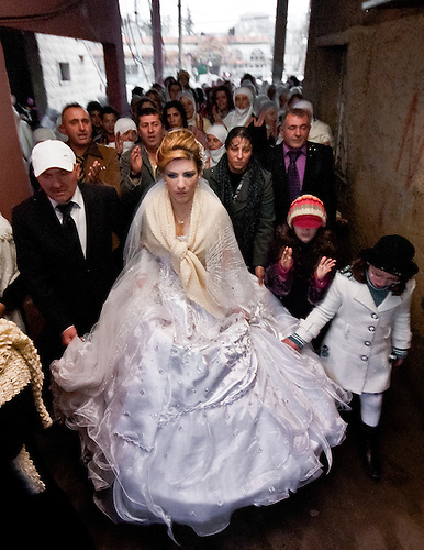 The bride is about to enter in the house of her husband, to meet the family in law.
