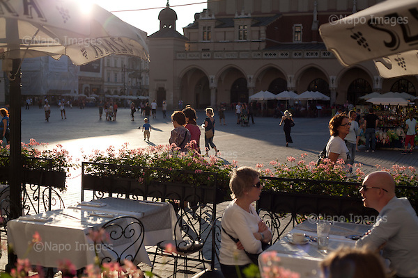 KRAKOW, POLAND, SEPTEMBER 13, 2011:.Tourists and locals are enjoying the warm evening at the Old Town's main square, with the Sukiennice shopping arcade in the background..(Photo by Piotr Malecki / Napo Images) ..KRAKOW, 9/2011:.Stary Rynek..Fot: Piotr Malecki / Napo Images