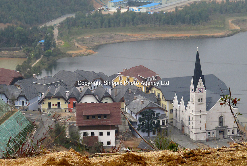 20120117 CHINA GUANGDONG PROVINCE : A general view of Hallstatt, China's copy of the Austrian alpine town of the same name, Boluo Township, Huizhou City, Guangdong Province, China, 17 January 2012. Property developments such as this are expected to run into financial difficulites in 2012 as the Chinese economy and property market continue to cool, in reaction to the ongoing sovereign debt crisis in Europe.<br /> SINOPIX / ALEX HOFFORD