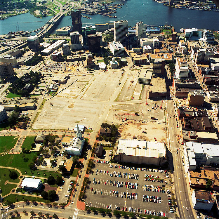 1996 September 20..Redevelopment.Downtown North (R-8)..AERIAL VIEWS OF MACARTHUR SITE....NEG#.NRHA#..