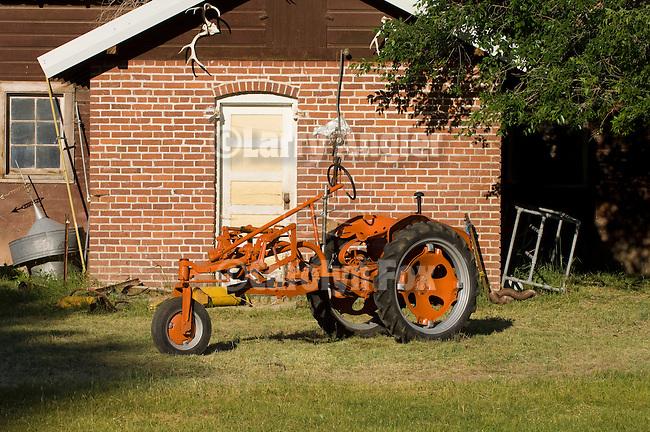 Iron Wheel Tractors : Vintage tractors old iron angier fox