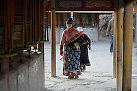 Some tibetan women from the Amdo region are following the pilgrimage path in the monastery of Labrang, where riots have erupted in march 2008.  By turning the prayers rolls which contains some mantras, they action the speech of Buddha.
