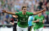FUSSBALL   1. BUNDESLIGA   SAISON 2011/2012   27. SPIELTAG SV Werder Bremen - FC Augsburg                        24.03.2012 Niclas Fuellkrug (SV Werder Bremen) bejubelt seinen Treffer zum 1:0