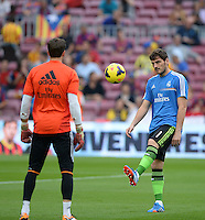 FUSSBALL  INTERNATIONAL  PRIMERA DIVISION  SAISON 2013/2014   10. Spieltag  El Clasico   FC Barcelona - Real Madrid         26.10.2013 Torwart Iker Casillas (re, Real Madrid) ist nur Ersatz und wirkt wie Freizeitfussballer
