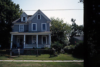 1995 September 13..Conservation.Lamberts Point...1335 West 38th Street BEFORE...NEG#.NRHA#..