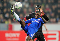 FUSSBALL   CHAMPIONS LEAGUE   SAISON 2011/2012   GRUPPENPHASE Bayer 04 Leverkusen - FC Chelsea    23.11.2011 RAMIRES (VORN, Chelsea) gegen Michael BALLACK (hinten, Leverkusen)