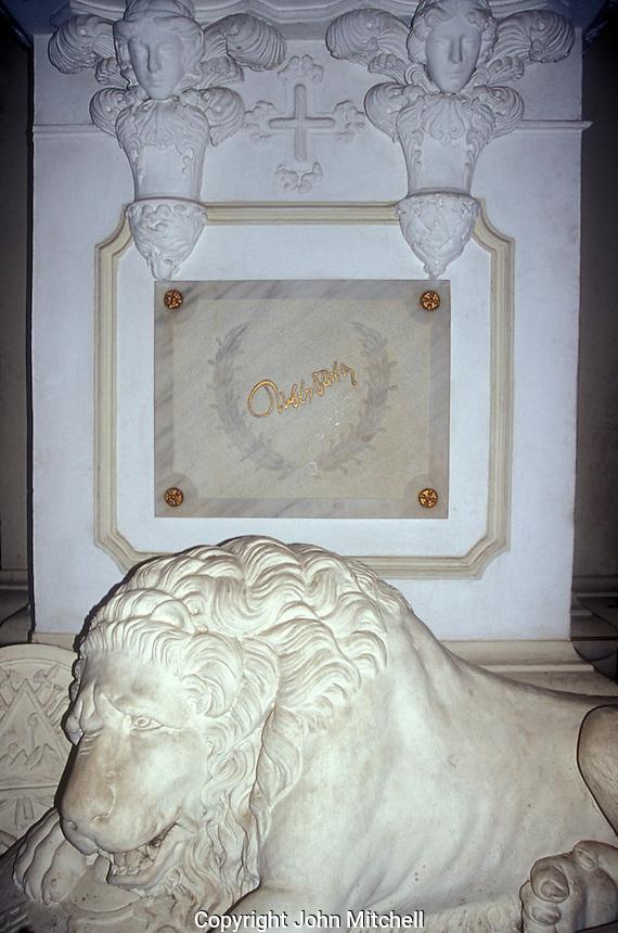 The tomb of Nicaraguan poet Ruben Dario in the Cathedral  of Leon, Nicaragua. Ruben Dario was Nicaragua's best known poet, He died in leon in 1916.