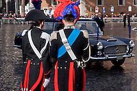 Roma 3 Febbraio 2015<br /> Carabinieri in alta uniforme, guardano l'arrivo a Piazza Venezia dell'auto presidenziale, la Lancia Flaminia 335 del 1961 ,che porter&agrave; il nuovo Presidente della Repubblica, Sergio Mattarella, al Quirinale.<br /> Rome February 3, 2015<br /> Carabinieri officers in full uniform, watching the arrival in Piazza Venezia presidential car, the Lancia Flaminia 335, 1961, hich will lead the new President of the Republic, Sergio Mattarella, at the Quirinale.