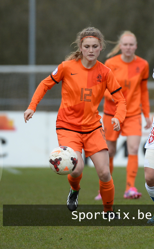 20150404 - MEERSSEN , Netherlands :<br /> <br /> Dutch Vita Van Der Linden<br /> , pictured during the female soccer match between Women Under 19 teams of Netherlands and Czech Republic , on the first matchday  in Group 6 of the UEFA Elite Round Women Under 19 at the Sportpark Marsana Stadium , Meerssen , Netherlands<br /> <br /> Thursday 31 march 2015<br /> foto Dirk Vuylsteke / David CATRY