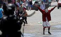 SOACHA -COLOMBIA , 12 -02-2016.Disturbios y bloqueos contra el Transmilenio ./ throwing stones and blockades against Transmilenio. Photo: VizzorImage / Felipe Caicedo / Staff