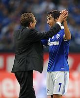 FUSSBALL   1. BUNDESLIGA   SAISON 2011/2012    4. SPIELTAG FC Schalke 04 - Borussia Moenchengladbach             28.08.2011 Trainer Ralf RANGNICK (li) und RAUL (re, beide Schalke) klatschen sich nach dem Abpfiff ab