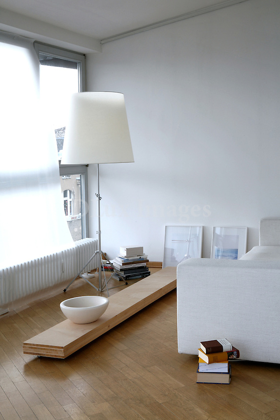 In the Schoeneberg area of Berlin, near Kurfurstendamm -the German capital's equivalent to 5th Avenue, so to speak- somewhere between the western and eastern part of the city, we find the apartment of artist Joanna Pryzbyla, on the top floor of a 5-storey apartment building.