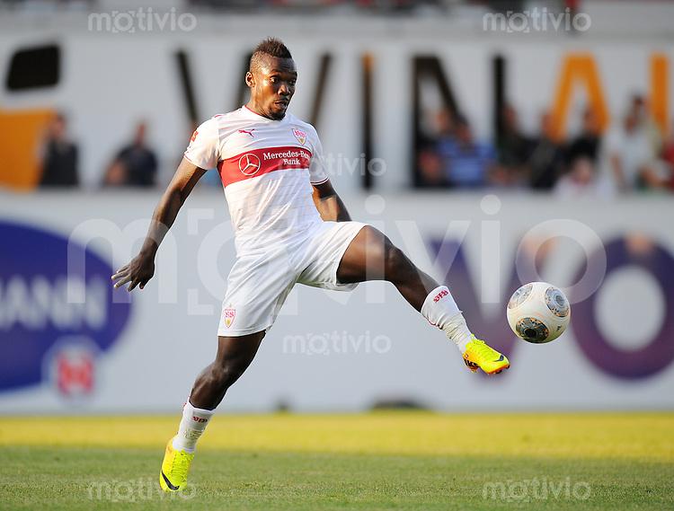 FUSSBALL  1. Bundesliga   2013/2014   Testspiel  FC Heidenheim - VfB Stuttgart   13.07.2013 Arthur Boka (VfB Stuttgart) am Ball