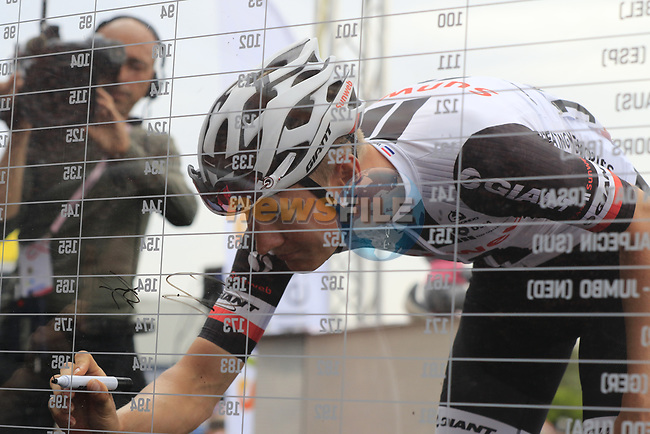 Wilco Kelderman (NED) Team Sunweb at sign on before Stage 2 of the 100th edition of the Giro d'Italia 2017, running 221km from Olbia to Tortoli, Sardinia, Italy. 6th May 2017.<br /> Picture: Eoin Clarke | Cyclefile<br /> <br /> <br /> All photos usage must carry mandatory copyright credit (&copy; Cyclefile | Eoin Clarke)