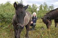 An-Magritt Morset og hingsteføllet Gjafar (1 mnd). AM kjøpte hoppa Drottning på Island da hun var 16 år. Hennes første avlshoppe er 18 år og fortsatt produktiv