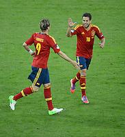 FUSSBALL  EUROPAMEISTERSCHAFT 2012   VORRUNDE Spanien - Irland                     14.06.2012 Fernando Torres (li, Spanien) bejubelt seinen Treffer mit Jordi Alba (re, Spanien)