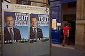 Paris, France.May 6, 2007..People vote in the 11th arrondissement for the final round of the French presidential elections....