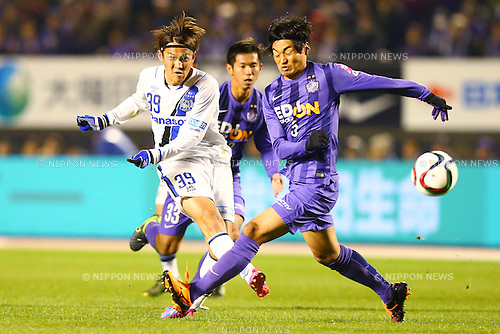 (L-R)<br /> Takashi Usami (Gamba),<br />  Byeon Jun Byum (Sanfrecce),<br /> DECEMBER 5, 2015 - Football / Soccer : <br /> 2015 J.League Championship Final 2nd leg match<br /> between Sanfrecce Hiroshima - Gamba Osaka<br /> at Hiroshima Big Arch in Hiroshima, Japan.<br /> (Photo by Shingo Ito/AFLO SPORT)