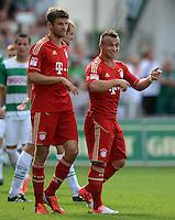 Fussball 1. Bundesliga :  Saison   2012/2013   1. Spieltag  25.08.2012 SpVgg Greuther Fuerth - FC Bayern Muenchen Thomas Mueller mit Xherdan Shaqiri (v. li., FC Bayern Muenchen)