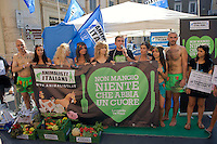 Roma 2 Luglio  2013<br /> L'Associazione &quot;Animalisti Italiani Onlus&quot; lancia la prima campagna vegana in Italia.<br /> Testimonial, l'attrice Vegana Loredana Cannata<br /> Rome July 2nd 2013  <br /> The Association &quot;Animalisti Italian Onlus&quot; launches its first campaign vegan  in Italy .<br /> Testimonial, the actress Vegana, Loredana Cannata