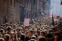 Roma 13 Novembre 2015<br /> Centinaia di studenti sono scesi in piazza a Roma per protestare contro la riforma della scuola &quot;La buona Scuola&quot; del Governo Renzi. <br /> Rome November 13, 2015<br /> Hundreds of students took to the streets in Rome to protest against school reform &quot;Good School&quot; built by Italian Prime Minister Matteo Renzi.