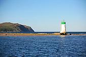 Phare de Bonne Anse devant le Cap Ndoua, marquant l'entrée Est de la baie de Prony, extrémité sud de la Grande-Terre, Nouvelle-Calédonie