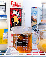 TEA COOLING IN REFRIGERATOR<br />