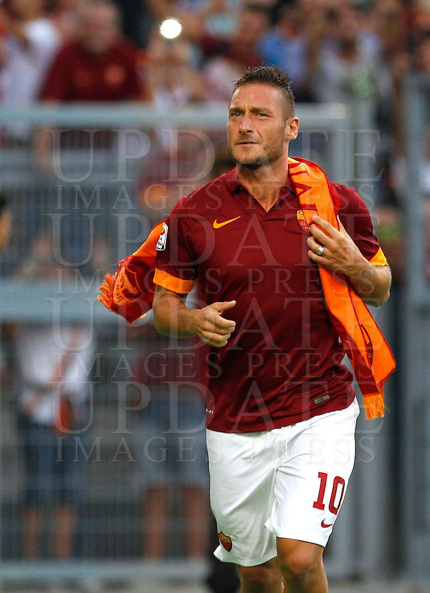 Calcio, amichevole Roma vs Fenerbahce. Roma, stadio Olimpico, 19 agosto 2014.<br /> Roma forward Francesco Totti arrives for the team's presentation, prior to the friendly match between AS Roma and Fenerbahce at Rome's Olympic stadium, 19 August 2014.<br /> UPDATE IMAGES PRESS/Riccardo De Luca
