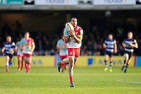 Aaron Morris of Harlequins claims the ball. Aviva Premiership match, between Bath Rugby and Harlequins on February 18, 2017 at the Recreation Ground in Bath, England. Photo by: Patrick Khachfe / Onside Images
