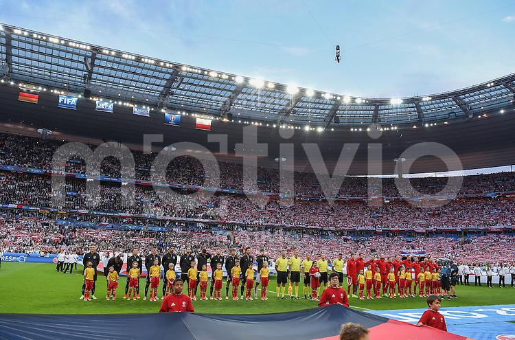 FUSSBALL EURO 2016 GRUPPE C IN PARIS Deutschland - Polen    16.06.2016 Die Mannschaft nehmen vor dem Hymnen Aufstellung