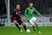 FUSSBALL   1. BUNDESLIGA   SAISON 2011/2012   19. SPIELTAG Werder Bremen - Bayer 04 Leverkusen                    28.01.2012 Eren Derdiyok (li, Bayer 04 Leverkusen) gegen Francois Affolter (re, SV Werder Bremen)