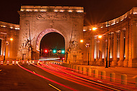 Triumphal arch and colonnade at the Manhattan entrance of the Manhattan Bridge, by Carrère and Hastings, Manhattan, New York City, New York, USA