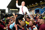 Football - Burnley v Wigan Athletic - Sky Bet Football League Championship - Turf Moor - 21/4/14 Burnley manager Sean Dyche celebrates with his team after winning promotion to the Barclays Premier League Mandatory Credit: Action Images / Paul Currie Livepic