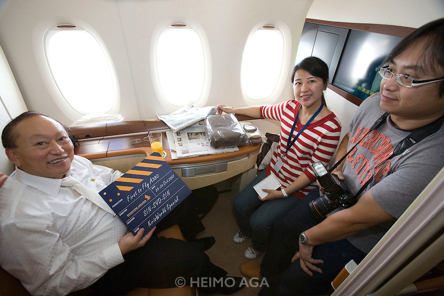 Singapore Airlines Airbus A380 first commercial flight ...