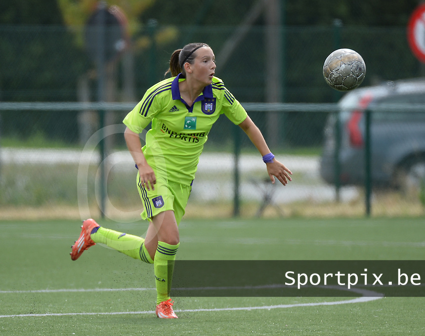 20150808 - ZULTE , BELGIUM : Anderlecht's Anke Vanhooren pictured during a friendly soccer match between the women teams of Zulte-Waregem and RSC Anderlecht  , during the preparations for the 2015-2016 SUPERLEAGUE season, Saturday 8 August 2015 . PHOTO DAVID CATRY
