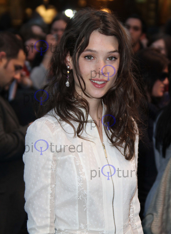 Astrid Berges-Frisbey Pirates