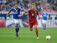 FUSSBALL   1. BUNDESLIGA  SAISON 2012/2013   4. Spieltag FC Schalke 04 - FC Bayern Muenchen      22.09.2012 Jermaine Jones (li, FC Schalke 04) gegen Toni Kroos (FC Bayern Muenchen)