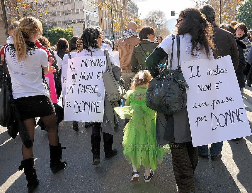 Palermo, protest of women against Berlusconi and in defense of female dignity.<br /> Palermo, manifestazione del 13 febbraio in difesa della dignit&agrave; delle donne e a favore delle dimissioni di Silvio Berlusconi.
