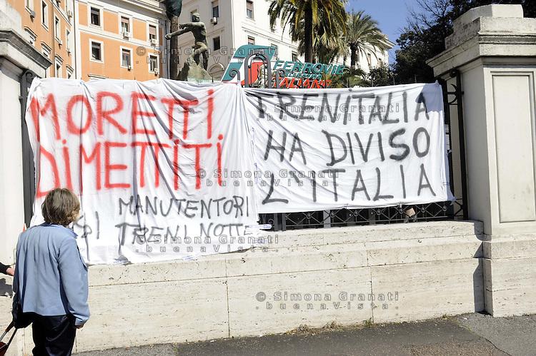 Roma, 8 Marzo 2012.Ministero delle infrastrutture e dei trasporti, ferrovie dello stato.I lavoratori della RSI e treni notte manifestano per il lavoro e contro la Tav