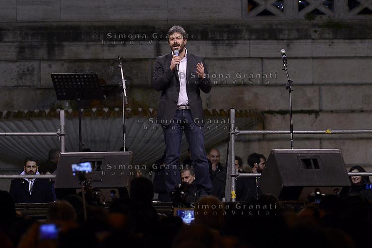 Roma, 24 Gennaio 2015<br /> Piazza del Popolo.<br /> La notte dell'onest&agrave;, manifestazione organizzata dal Movimento 5 stelle contro la curruzione e le mafie.<br /> Roberto Fico.