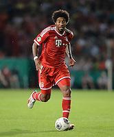 FUSSBALL       DFB POKAL 1. RUNDE        SAISON 2013/2014 in Osnabrueck BSV Schwarz-Weiss Rehden  - FC Bayern Muenchen  06.08.2013 Dante (FC Bayern Muenchen) am Ball