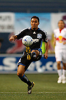 Arturo Alvarez (10) of the San Jose Earthquakes. The New York Red Bulls defeated the San Jose Earthquakes 4-1 during a Major League Soccer match at Giants Stadium in East Rutherford, NJ, on May 8, 2009.