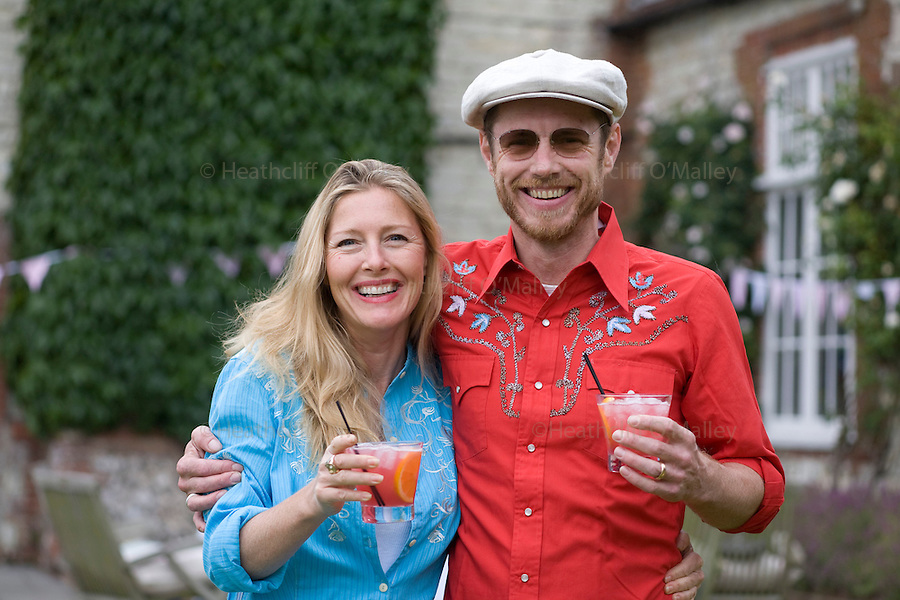 Dow0014121 . Daily Telegraph..Tom and Sophie Conran at a country house in west Sussex preparing for a summers eve party with catering provided by Tom's team form his London restaurants...West sussex 6 June 2009