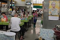 Le Roi n'est jamais très loin, même dans ce petit restaurant au milieu d'un marché aux poissons du quartier du vieux Bangkok à Ratchadapisek.