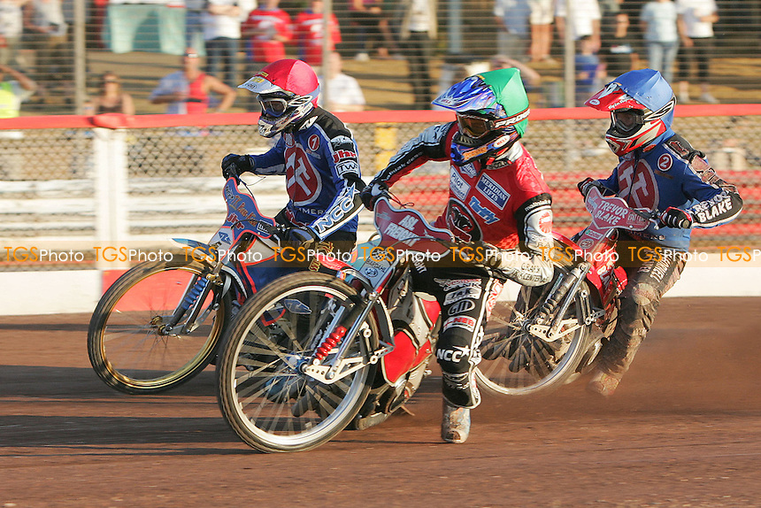 Heat 6 - Mikael Max (red), Neils Kristian Iversen (green) and Paul Hurry battle it our for first corner supremacy - Arena Essex Hammers vs Peterborough Panthers - Sky Sports Elite League 'A' Fixture - 03/07/06 - (Gavin Ellis 2006)