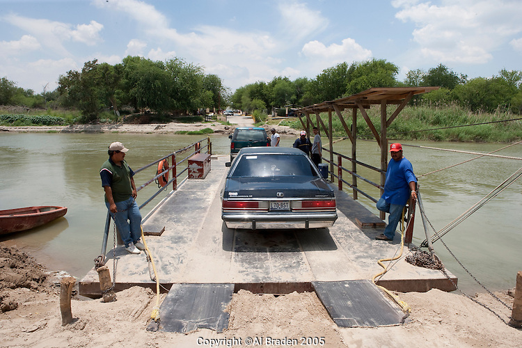 Rope ferry across Rio Grande/Rio Bravo at Los Ebanos, Texas